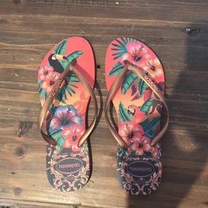 Tropical havaianas sandals